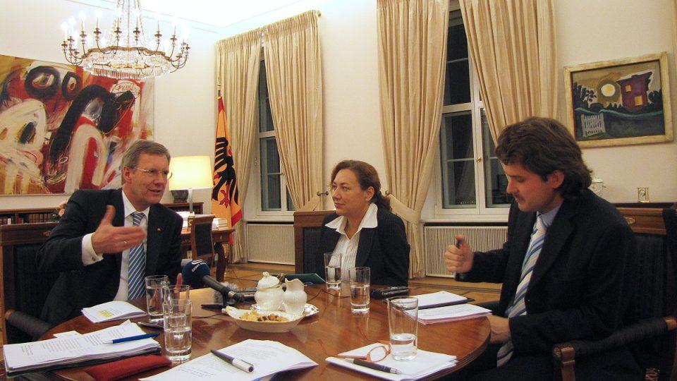Klára Stejskalová při rozhovoru s exprezidentem Christianem Wulffem
