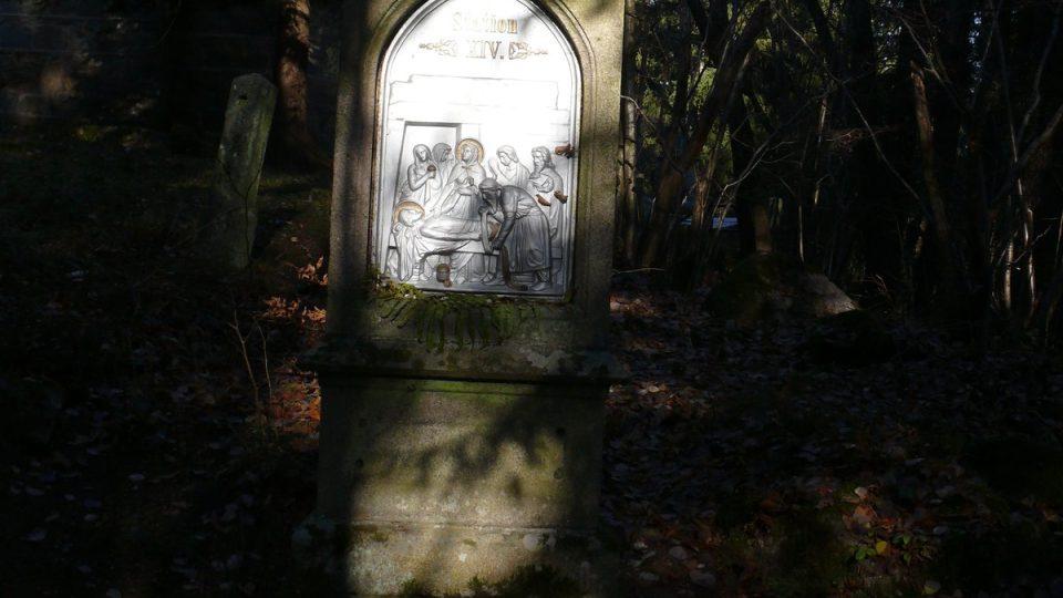 Křížová cesta k poutnímu místu Maria Rast.
