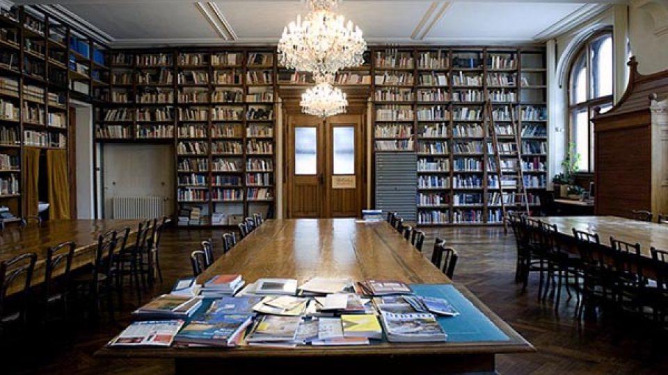 V místní knihovně se přenesete do staré dobré Anglie