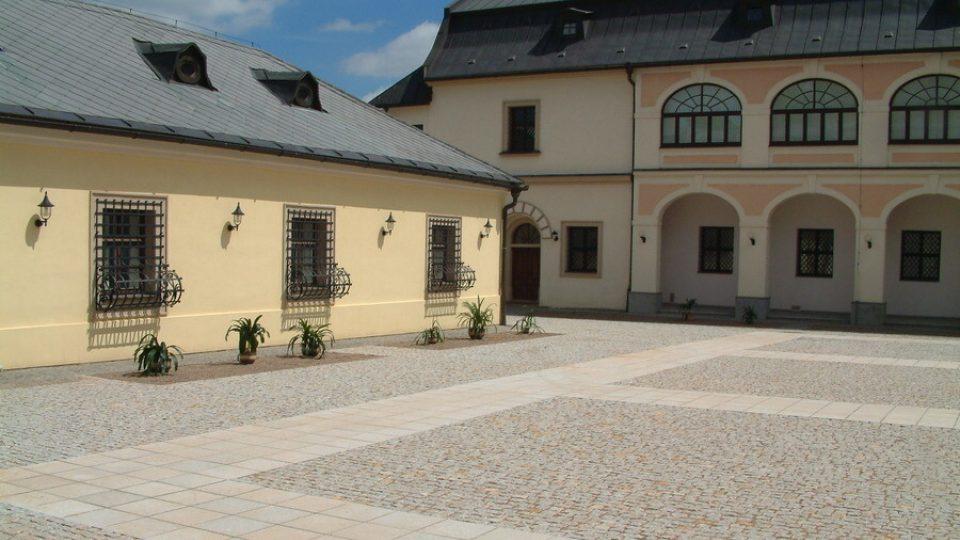 Nádvoří zámku v Novém Městě na Moravě