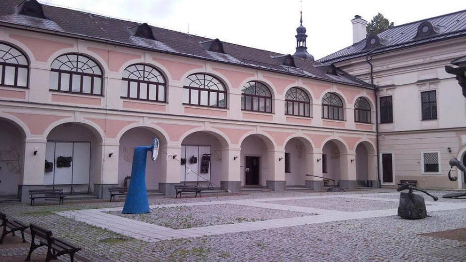 Horácká galerie sídlí v novoměstském zámečku od počátku 70. let 20. století