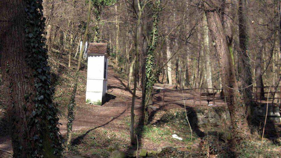 Křížová cesta v okolí Znojma, která vede k pohanské osadě starých Slovanů, dnešní obci Hradiště