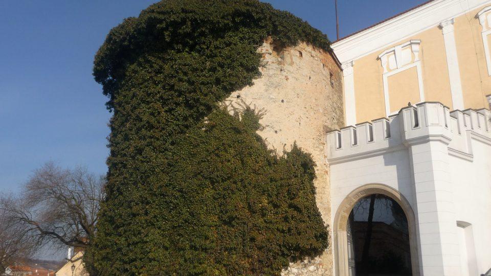 Zámek je dominantou Mikulova už osm století