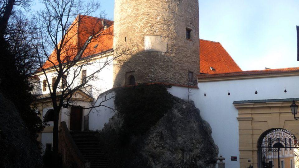Na mikulovském zámku je patrné, že jeho dnešní podoba je výsledkem řady přestaveb