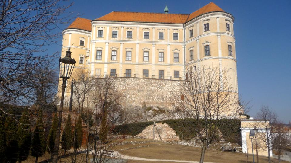 Renesanční zámek v Mikulově stojí na místě původního přemyslovského hradu