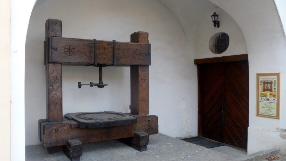 Mnoho cenných exponátů uniklo požáru na mikulovském zámku jen zázrakem