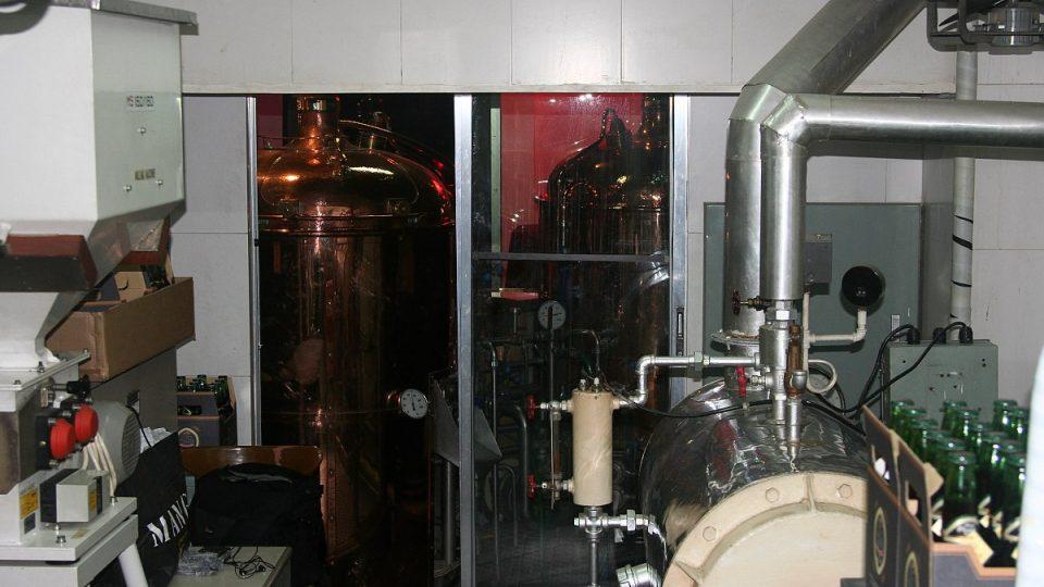 Edilberto Bravo má k dispozicici veškerou pivovarnickou aparaturu
