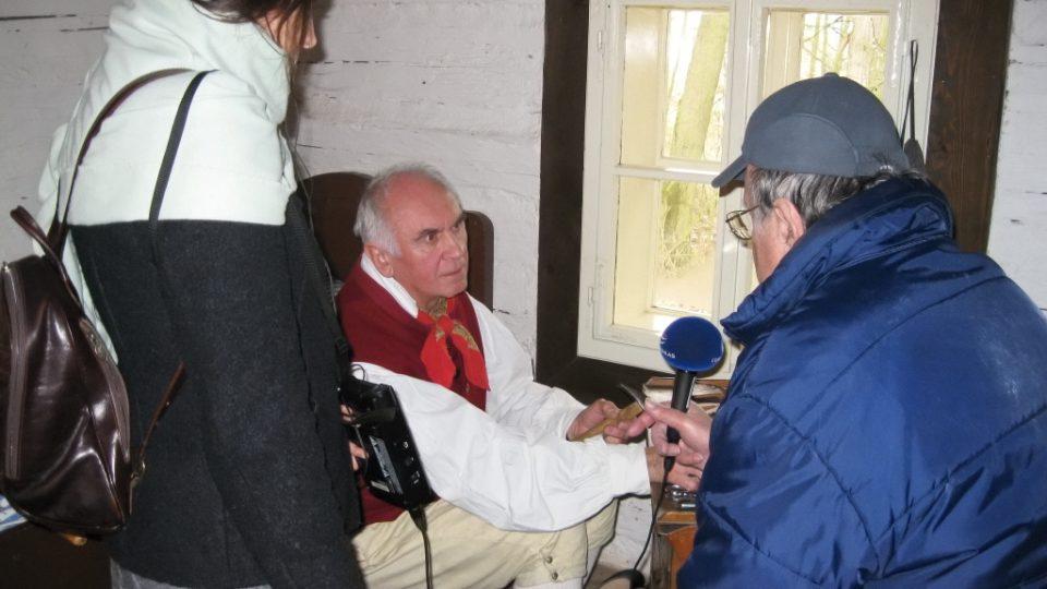 Eduard Hrubeš a Markéta Vejvodová u ševce