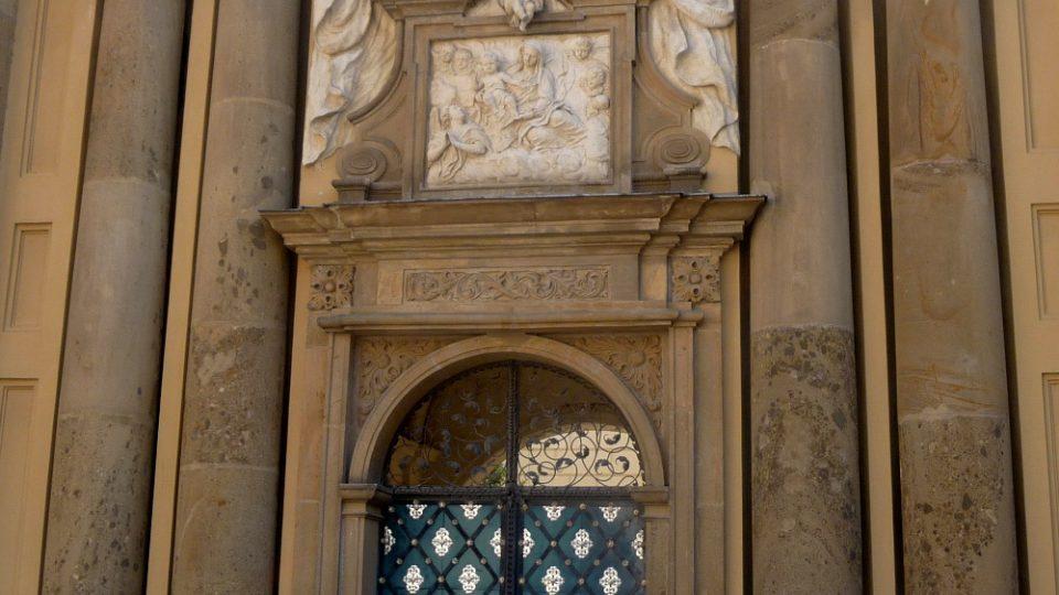 Průčelí bývalého kostela svaté Anny v Mikulově bylo navrženo ve stylu takzvaného římského baroka.JPG