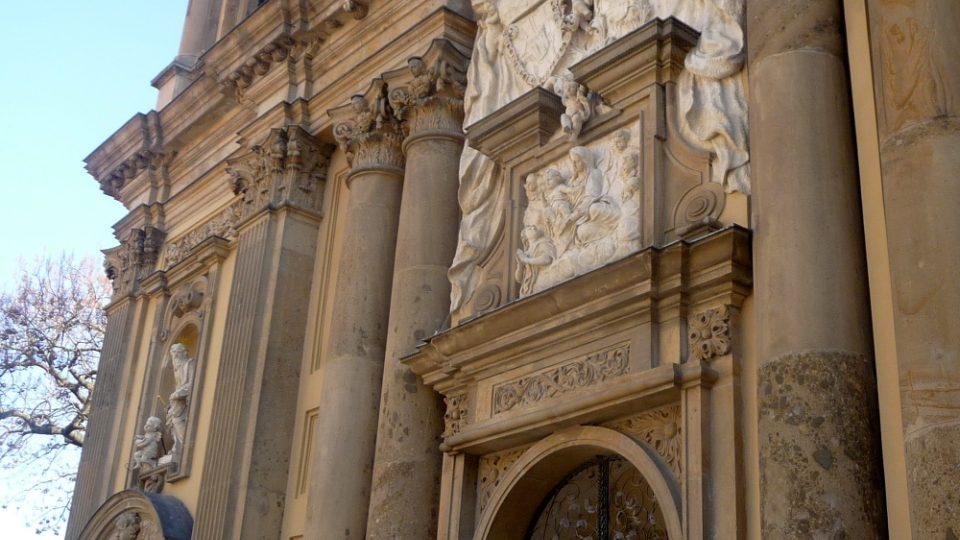 Po požáru v roce 1784 se kostel svaté Anny proměnil v hrobku knížecího rodu Dietrichsteinů