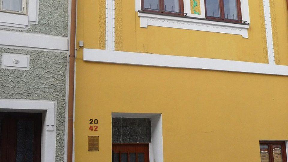 Na každém ze židovských domů najdete cedulku s informacemi o jeho historii