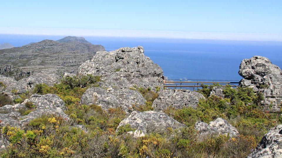 Stolová hora se tyčí více než jeden kilometr nad mořem