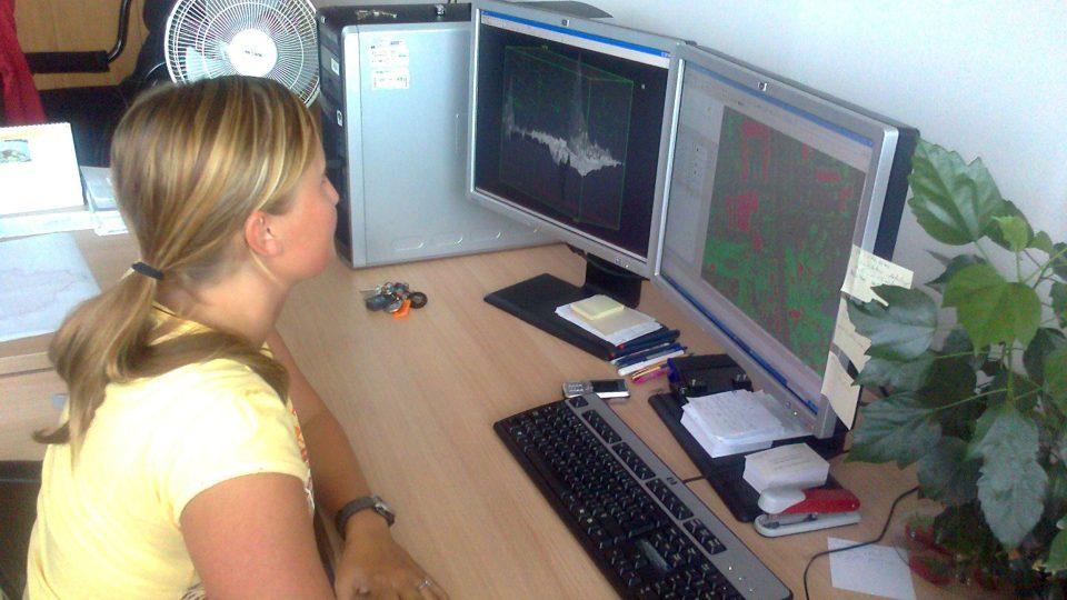 Helena Kacovská při úpravě dat
