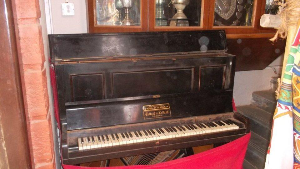 První piáno, na které kdy hrál Freddie Mercury