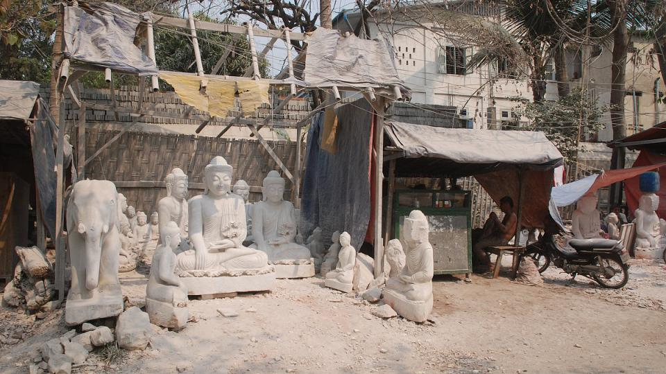 Motiv všech soch se opakuje stále dokola: Buddha