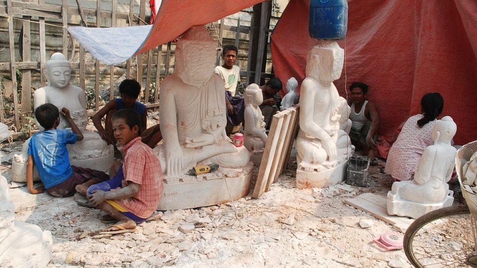 Mandalay je město sochařů