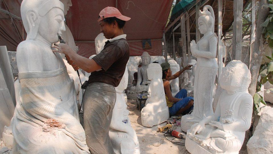Město Mandalay je už odedávna centrem kamenické a sochařské výroby