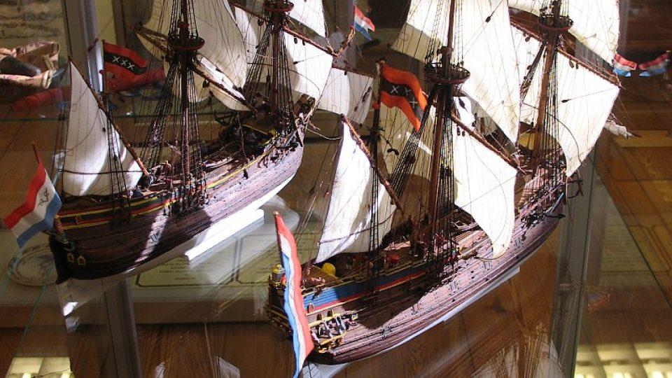 Modely lodí Heemskerck a Zeehaen