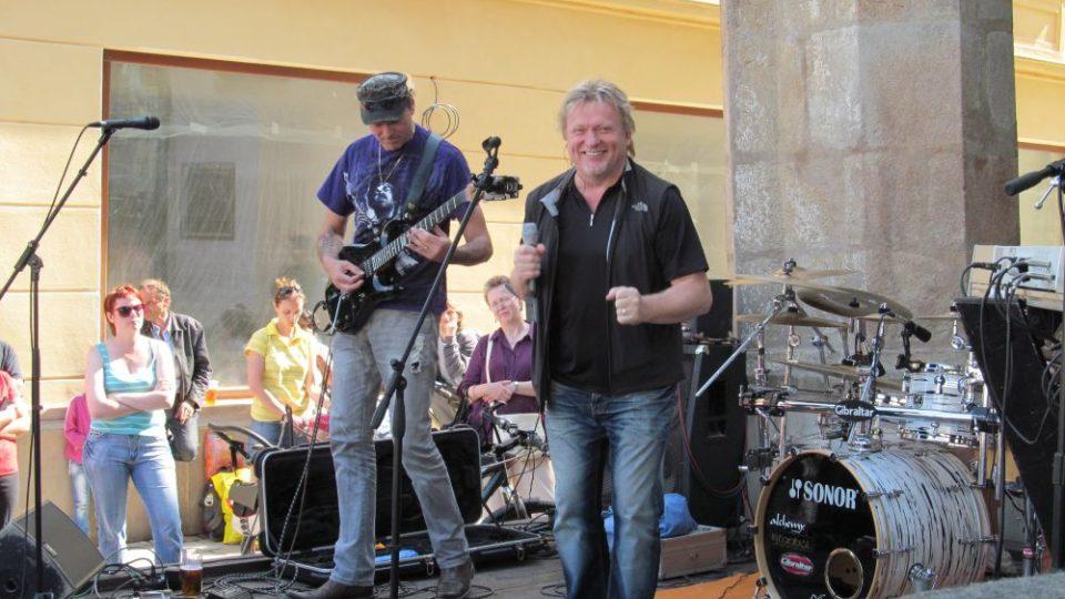 Den otevřených dveří - koncert na zahrádce Café Etage