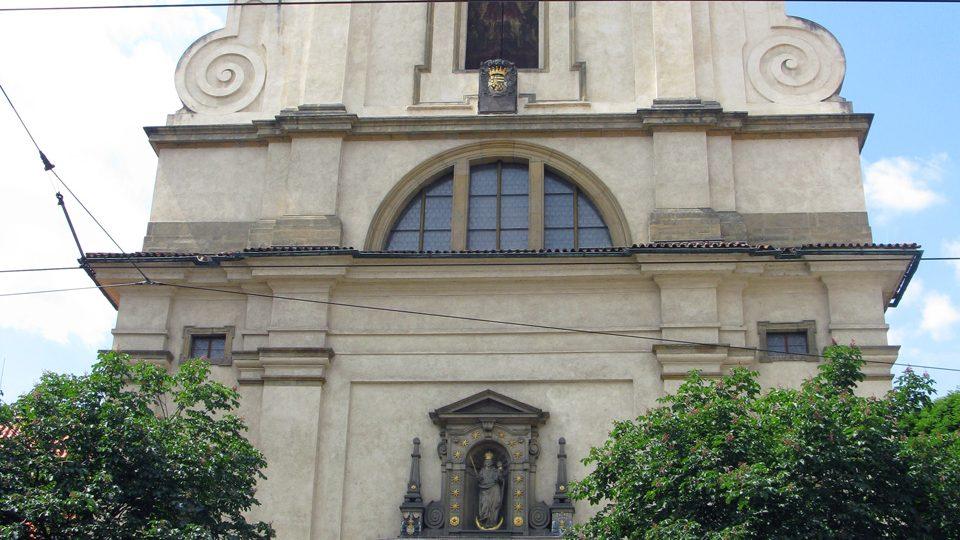 Kostel Panny Marie Vítězné a sv. Antonína Paduánského v Karmelitské ulici v Praze