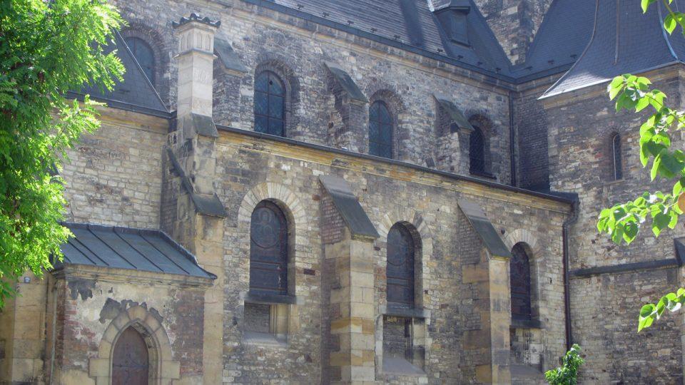Kostel sv. Petra na rohu ulic Petrská a Biskupská v Praze