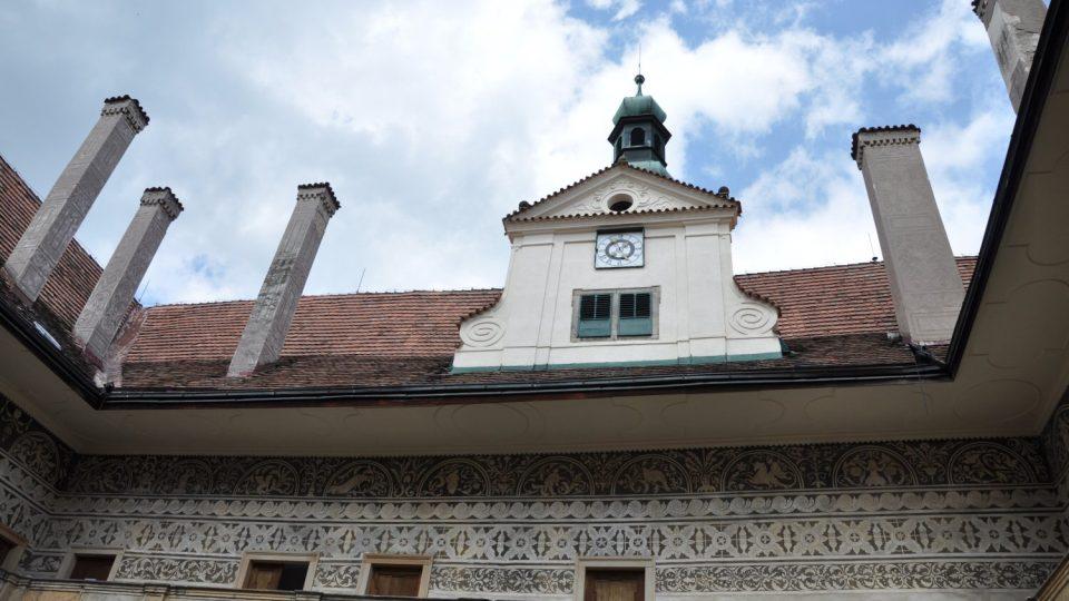 Před zkázou doudlebský zámek zachránila protékající střecha, díky níž byly objeveny vzácné stropní malby