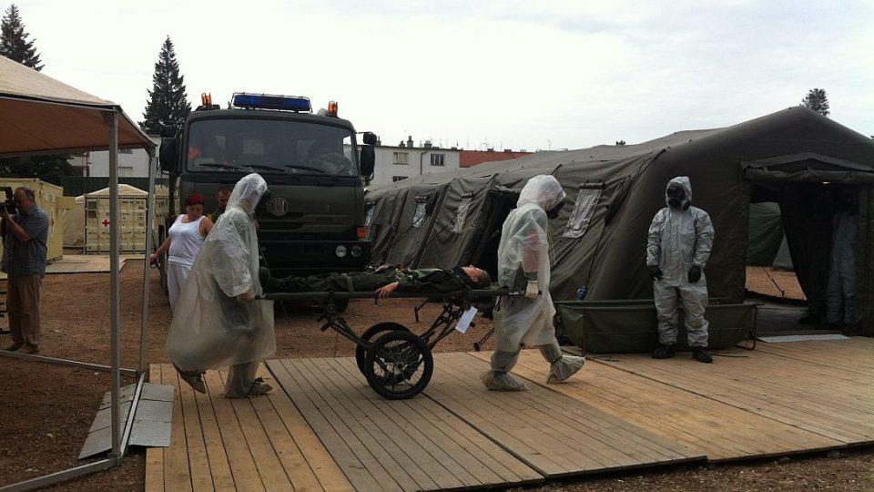 Víte jak to vypadá ve vojenské polní nemocnici?