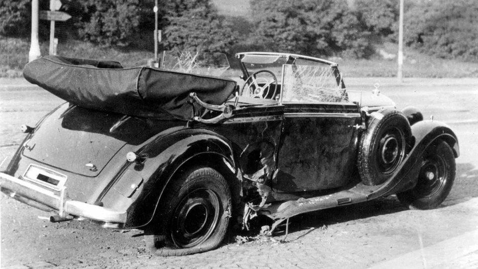 Poničený mercedes Reinharda Heydricha 27. května 1942 na místě atentátu
