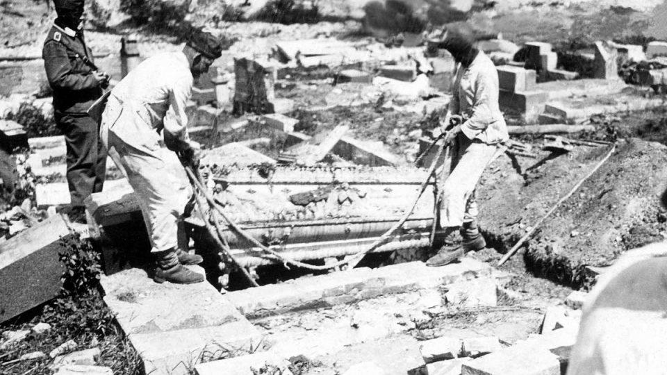 V Lidicích se nacisté nezastavili ani před majestátem mrtvých a vyplenili tamní hřbitov