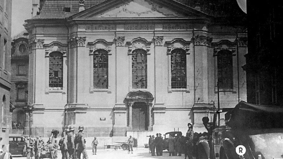 18. června 1942 svedlo sedm parašutistů (mezi nimi i Jan Kubiš s Josefem Gabčíkem) svůj poslední boj o chrám v Resslově ulici v Praze, kde se skrývali