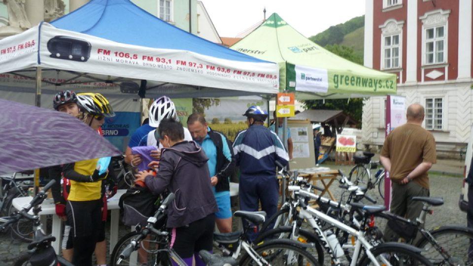 První cyklisté u registrace