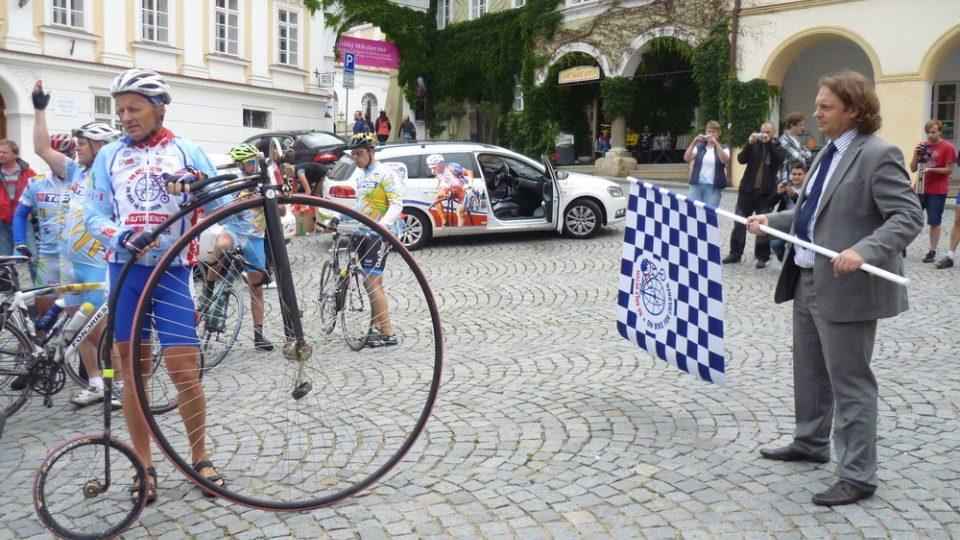 Peloton Na kole dětem odstartoval směr Brno starosta Mikulova