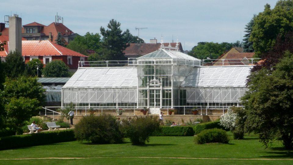 Palmový skleník je součástí areálu zámeckého parku v Lánech