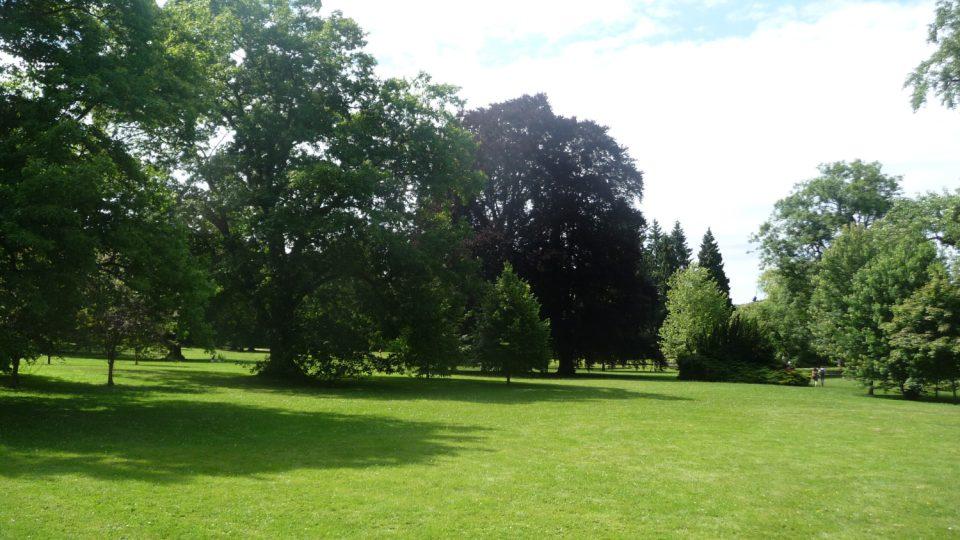 Na lánský anglický park navazuje přilehlá obora