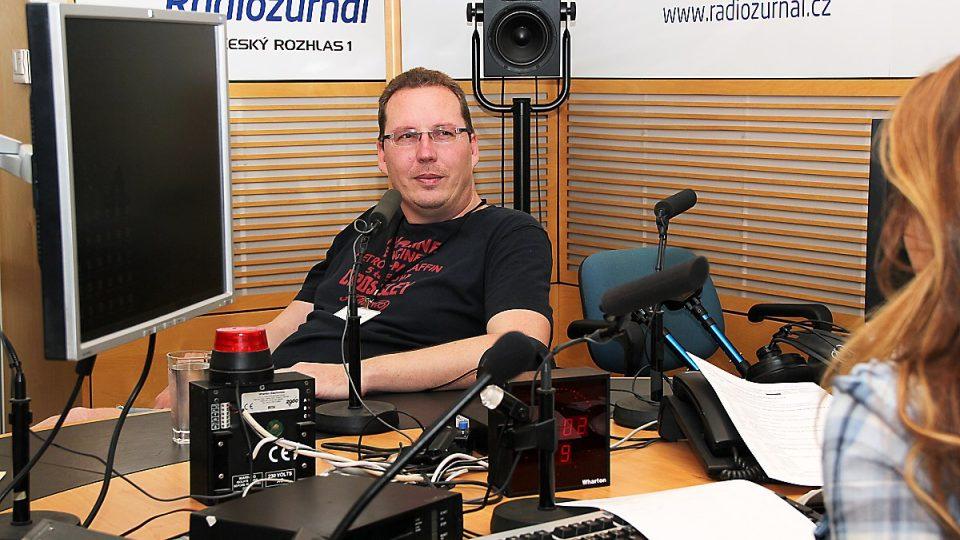 Daniël Hagen s Lucií Výbornou ve studiu