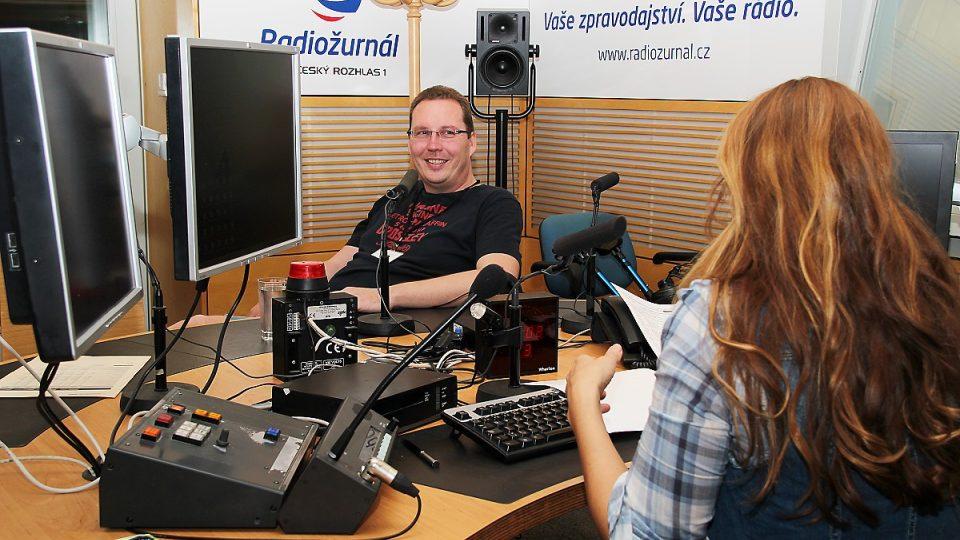 Daniël Hagen odpovídal na otázky Lucie Výborné i posluchačů