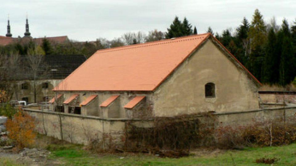 Budova prachárny olomoucké Korunní pevnůstky dostala před nedávnem novou střechu