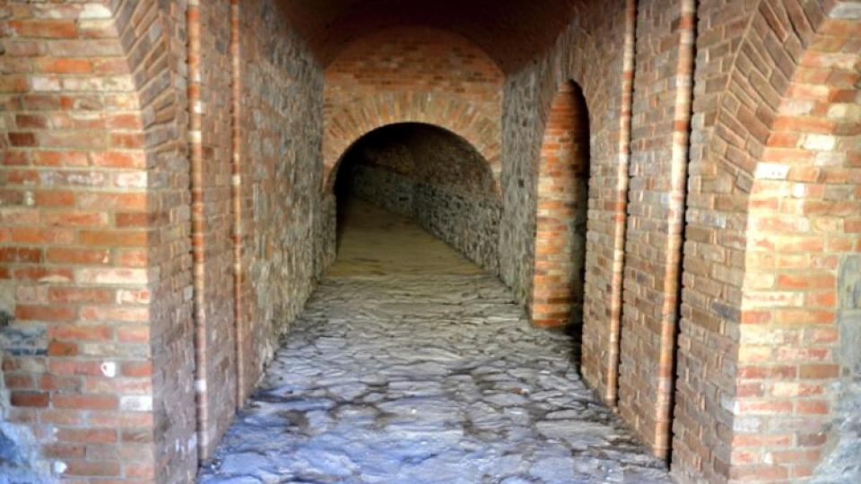 V roce 2012 si návštěvníci radíkovské pevnůstky mohou prohlédnout i nově zrekonstruovanou poternu, tedy podzemní chodbu vedoucí z vnitřní části fortu pod hlavním valem