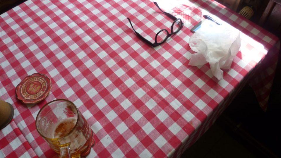 Stůl, kde pravidelně obědvá Vojtěch Jasný