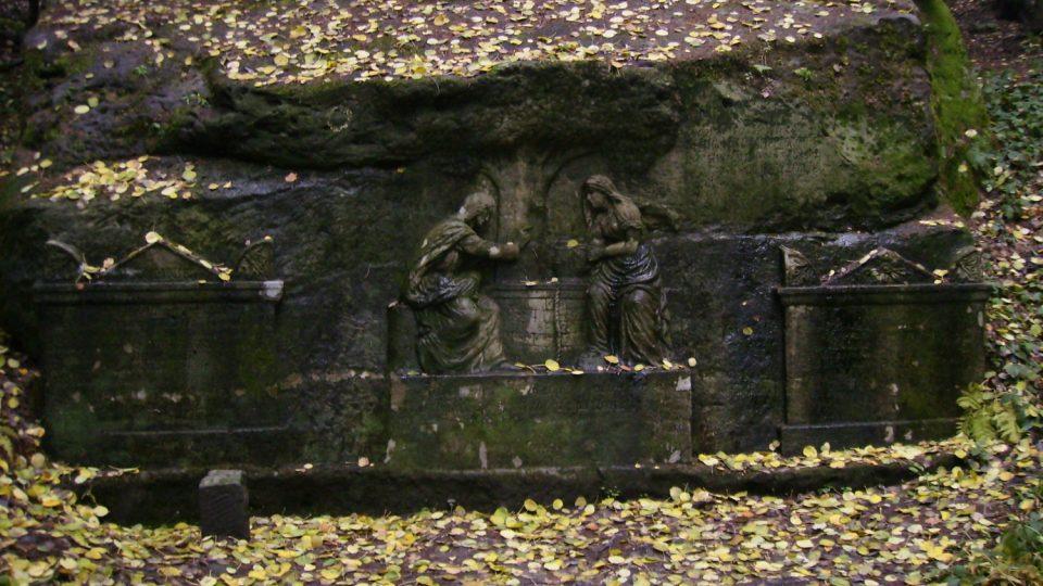Kamenný reliéf pod Ostašem kryje pramen velice chutné vody pojmenovaný Samaritánka