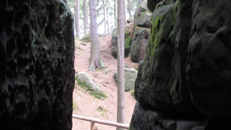 Ve skalách Ostaše se podle legendy ukrývali před pronásledováním i čeští bratři
