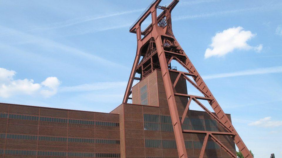 Už z dálky viditelná těžební věž má přezdívku Eiffelovka Porúří