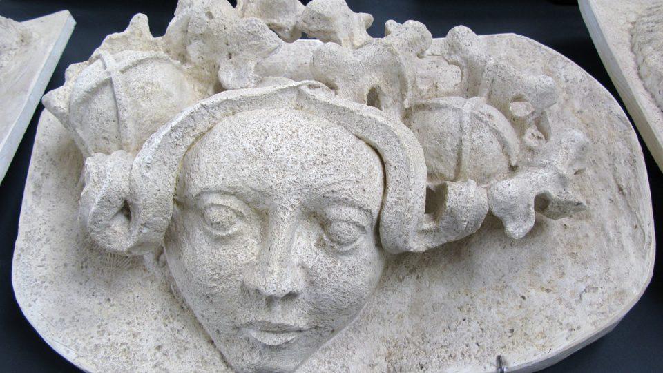 Replika tzv. zelené ženy z triforia chrámu sv. Barbory
