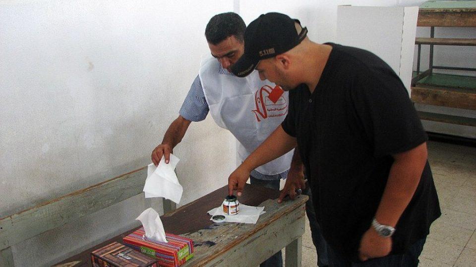 Nesmývatelný inkoust je poznávacím znamením všech, kteří se zúčastnili prvních svobodných voleb po více než 40 letech
