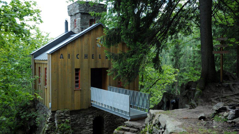 V této podobě dnes zrekonstruovaný lesní hrádek Aichelburg čeká na návštěvníky