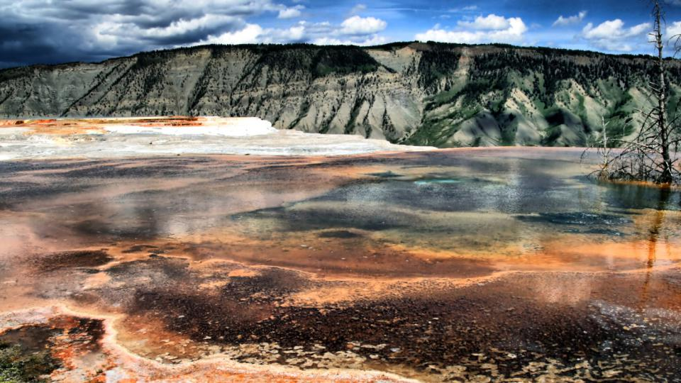 Dramatické scenérie Yellowstonského národního parku lákají každoročně tisíce turistů