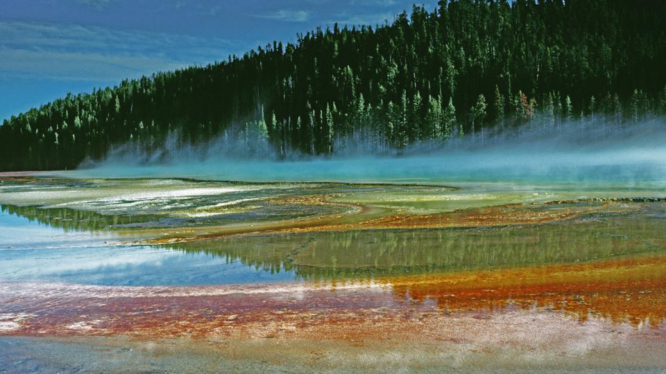 Národní park Yellowstone má rozlohu asi dvakrát větší než Moravskoslezský kraj