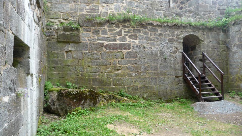 Hrad Přimda stojí na česko-německém pomezí už bezmála tisíc let