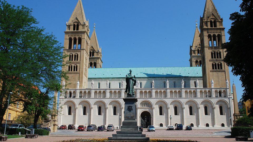 Katedrála sv. Petra je nepřehlédnutelná