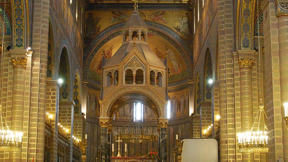 Na místě katedrály sv. Petra stál kostel už před tisíci lety, kdy první maďarský král Štěpán ustavil Pécs sídlem biskupa